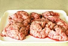 Говяжьи мозги выглядят не очень аппетитно.