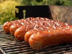 Сосиски - прекрасный вариант для барбекю!