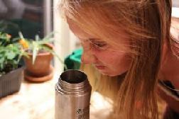 Налёт - это ещё и причина неприятного запаха.