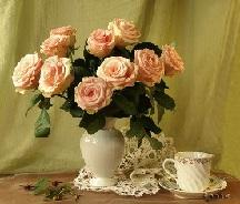 Розы в вазе.