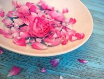 Вода из розовых лепестков