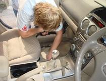 Как почистить салон автомобиля в домашних условиях своими руками?