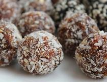 Курага, чернослив, мёд, орехи, изюм = конфеты из сухофруктов