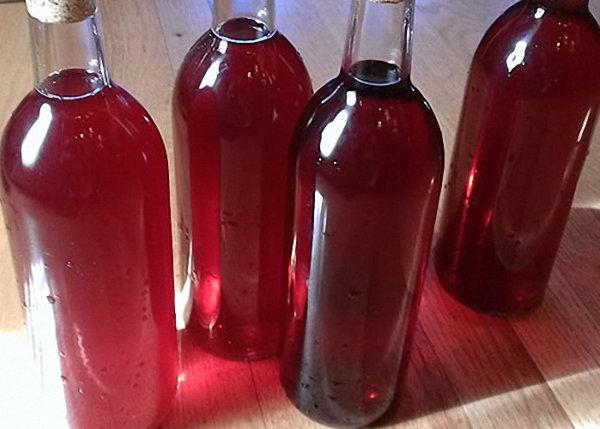 Готовое вино в бутылках