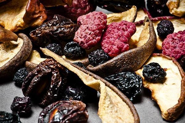 Сушёные ягоды и фрукты
