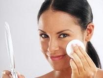 Как правильно снимать макияж с лица и чем это делать?