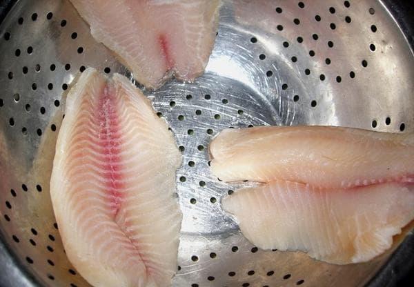 Размораживаем рыбу правильно