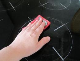 Как очистить стеклокерамическую плиту?