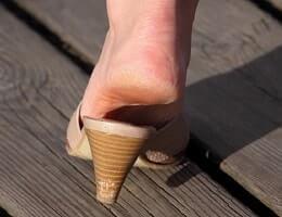Как избавиться от мозолей и натоптышей на ногах?