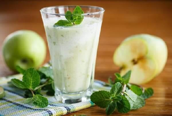 Кефирный коктейль с яблоками