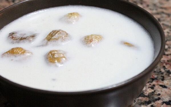 Плоды инжира залитые молоком