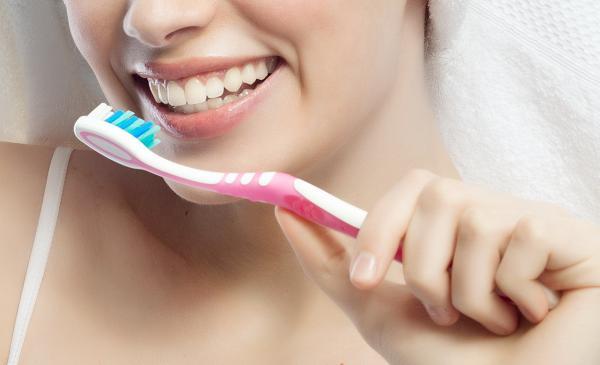 Массаж десен зубной щёткой