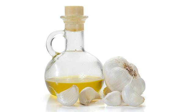 Растительное масло и чеснок