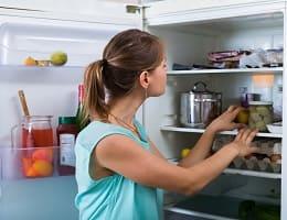 Убираем посторонние запахи из холодильника