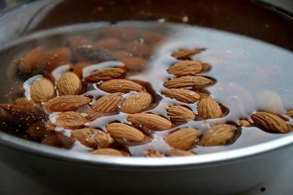 Миндальные орешки с мёдом