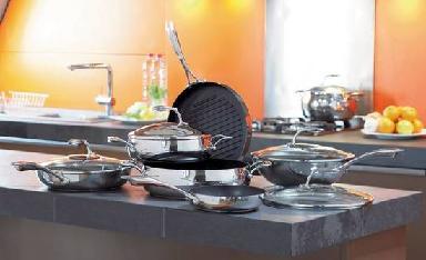 Набор кухонной посуды.