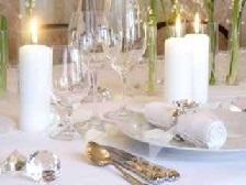 Красиво сервированный стол.