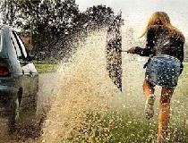 Машина обрызгала грязью