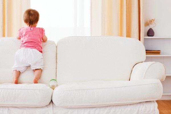 На белом диване!