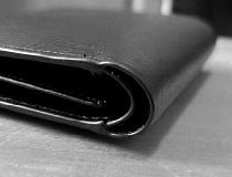 Классическое черное кожаное портмоне