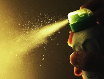 Как избежать появления пятен от дезодоранта?