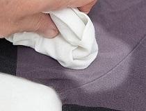 Как отстирать пятна от дезодоранта и пота с одежды?