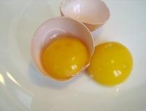 Как отделить желтки от белков?