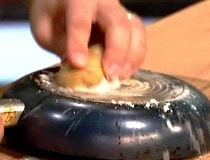 Как очистить посуду от жира?