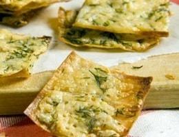 Чипсы из лаваша со сметаной и сыром в духовке