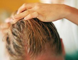 Жирные волосы. Что делать в домашних условиях?