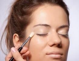 Как пользоваться консилером для лица?