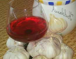 Красное вино с чесноком для сосудов