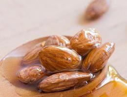 Миндаль и мёд защитят от инфаркта