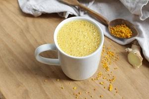 Как сделать золотое молоко из куркумы?
