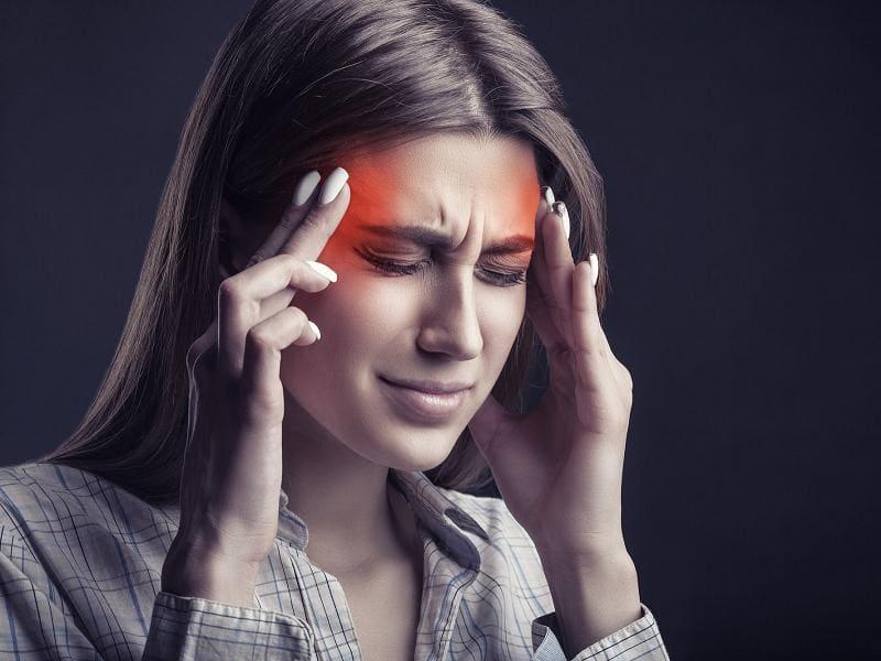 Сильно болит голова в области висков