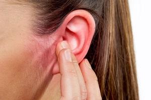 Если в ухо попало насекомое, что делать?