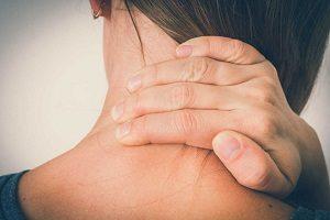 Как убрать жир на холке шеи?