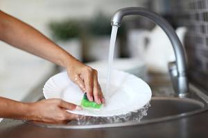 Чувство стянутости и сухости кожи после мытья посуды. Что делать?