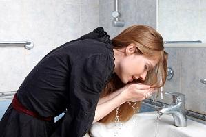 Надо ли умываться утром только водой?