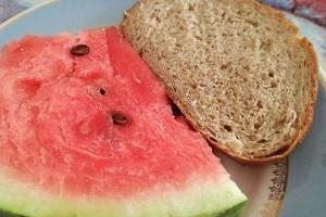 Арбуз с черным хлебом