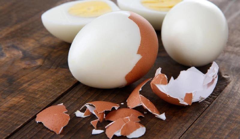 Чистим яйца от скорлупы