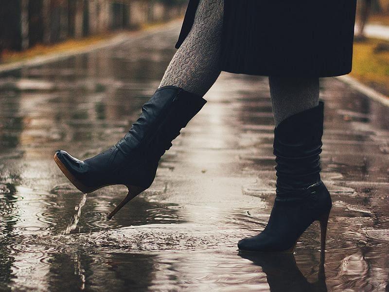 Чем опасен высокий каблук осенью?