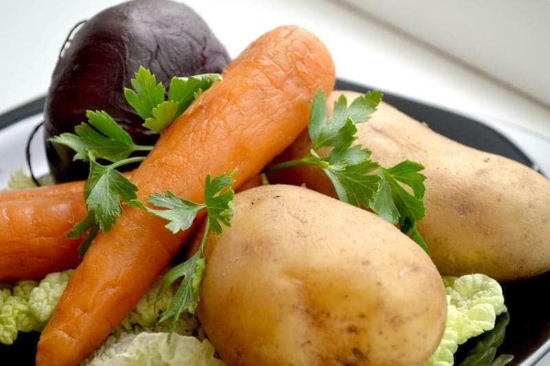 Как быстро сварить овощи для салата?