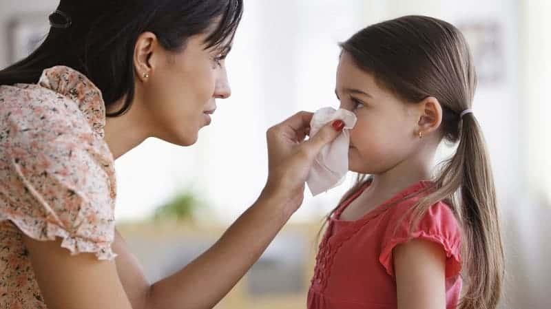 Почему долго не проходит насморк у ребенка?