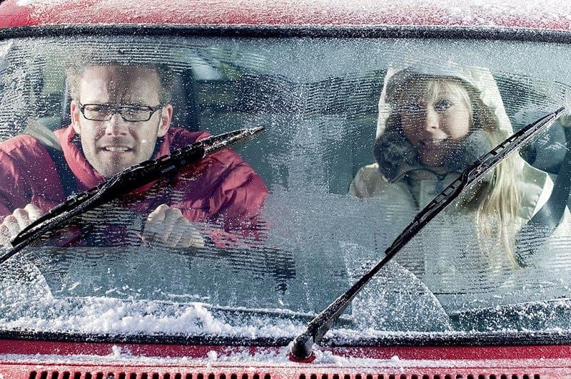 Замерзло окно в машине