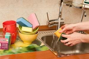Почему губки для мытья посуды разного цвета?