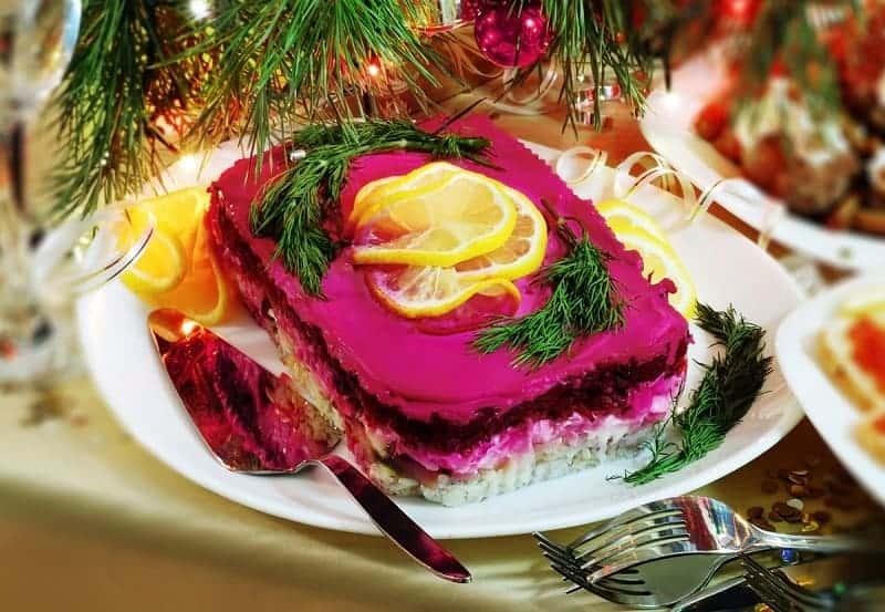 Чем вреден салат селедка под шубой?