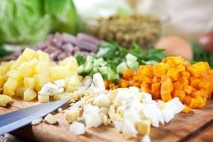 Как приготовить лёгкий и вкусный праздничный салат?