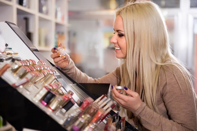Чем опасны косметические пробники в магазинах?