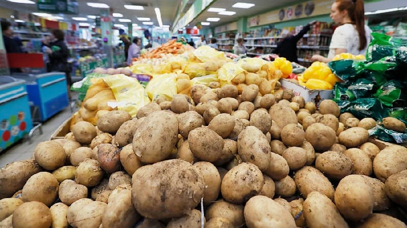 Мытые овощи в магазине